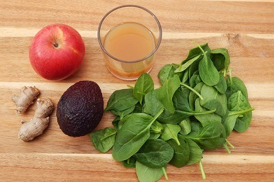 Powerhouse Smoothie with Avocado-Apple and Spinach