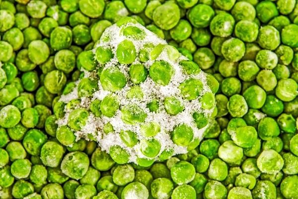 a heap of frozen peas