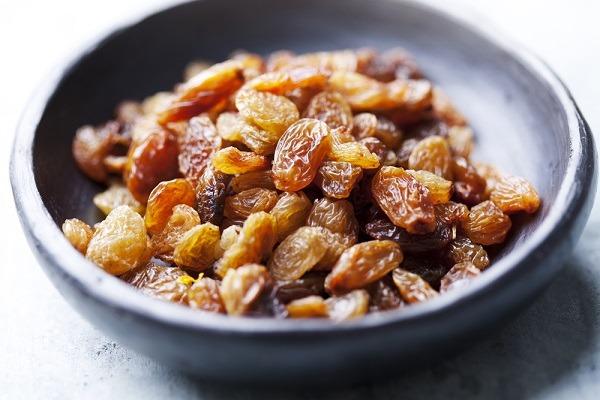 bowl of golden sun-dried raisins