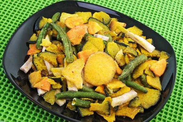 Assorted baked vegetable chips. Sweet potatoes, green beans, taro, squash.