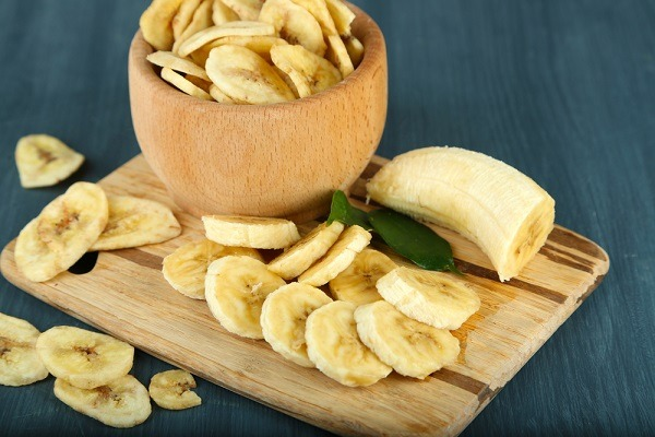 Fresh and dried banana slices  in bowl,