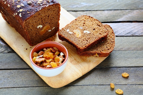 whole grain bread with nuts