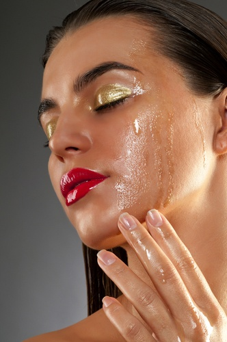 Beauty treatment with olive oil