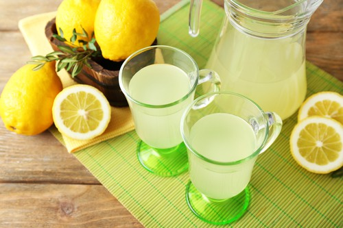 4.Lemon Juice - Every little thing You Must Know About Decrease Again Ache (Causes and Cures)